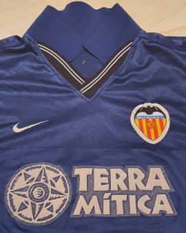 2000 – 2001 Valencia CF away shirt Size M fits L (long sleeves)