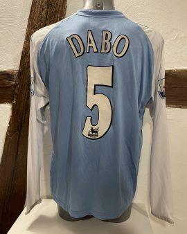 Maillot Manchester city porté par Ousmane Dabo